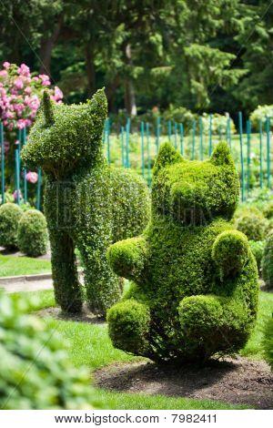 Unicorn And Bear Topiary Garden