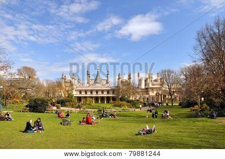 England - Brighton Pavilion & Tourists