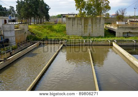 Aerated activated sludge tank