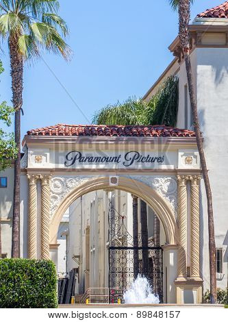 Paramount Pictures Entrance And Sign