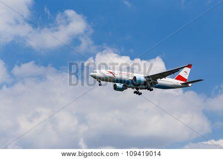 Boeing 767-300 Austrian Airlines Before Landing