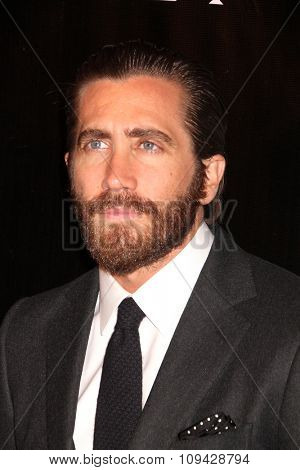 LOS ANGELES - AUG 13:  Jake Gyllenhaal at the HFPA Hosts Annual Grants Banquet - Arrivals at the Beverly Wilshire Hotel on August 13, 2015 in Beverly Hills, CA