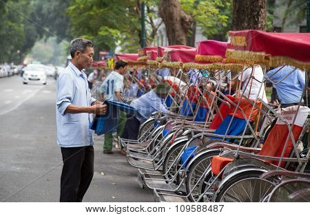 Cyclo drivers preparing to pick up passenger