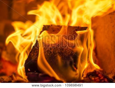 Fuel briquette in a fireplac