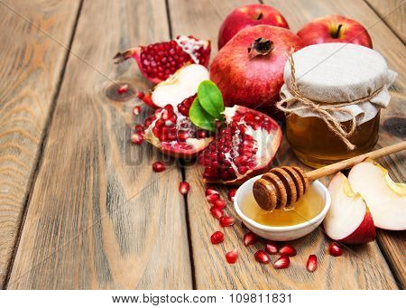 Honey With Pomegranate And Apples
