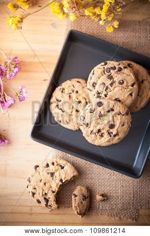 Chocolate chip cookies in black ceramic dish at cafe in morning time