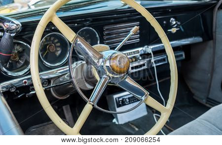 Lincoln Continental Interior - Steering Wheel With Logo And Dashboard