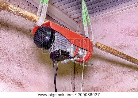 Electric hoist lift. Hoist lift Engine lift. Closeup