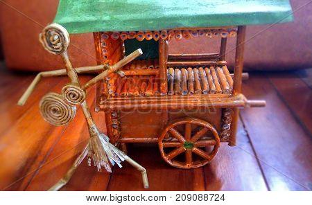 rickshaws, works, miniatures, pedicab miniatures, miniature people and guitars, miniature photos, miniature papers