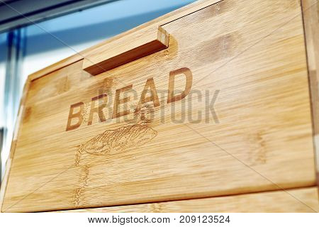 The wooden box for bread with text