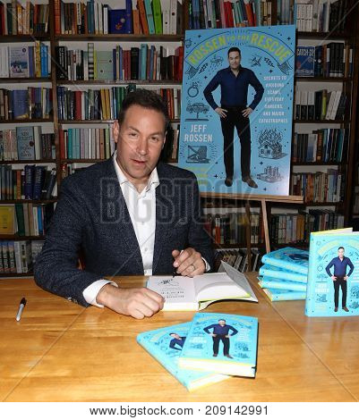 HUNTINGTON, NY-OCT 10: Jeff Rossen signs copies of
