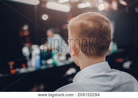 man's haircut, rear view on the head