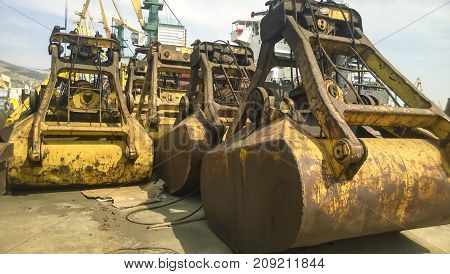 Large Buckets For Port Loaders. Dreglayner, Hydraulic And Cable