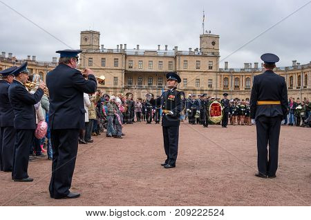 Gatchina St. Petersburg Russia - September 30 2017: Platz in front of the Gatchina Palace. Celebrations on the occasion of the jubilee of Emperor Paul I. A brass band plays.