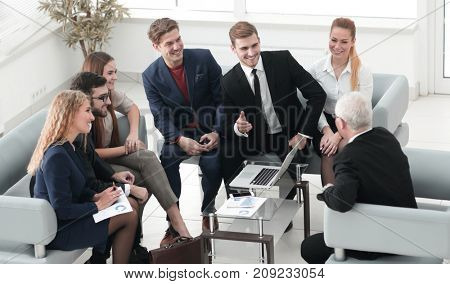 business partners negotiate in the presence of a business team.