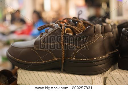 Safety shoes For men In the mall