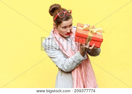 Hmm What Is It! Cunning Woman Looking At Gift Box And Want Too Open.