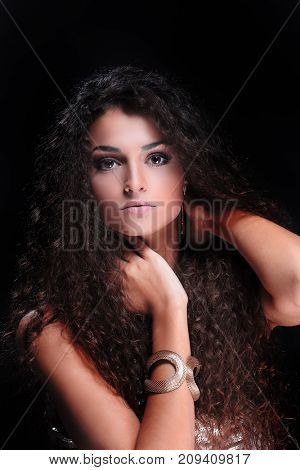 Female model with long shiny wavy hairstyle.