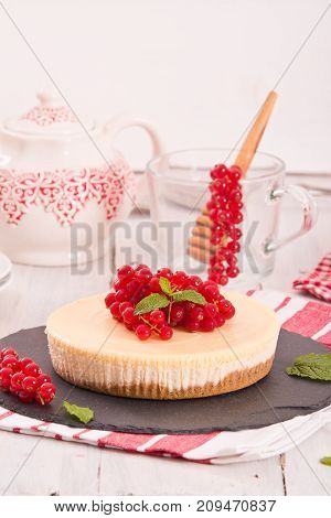 New York cheesecake with fresh redcurrants and mint.