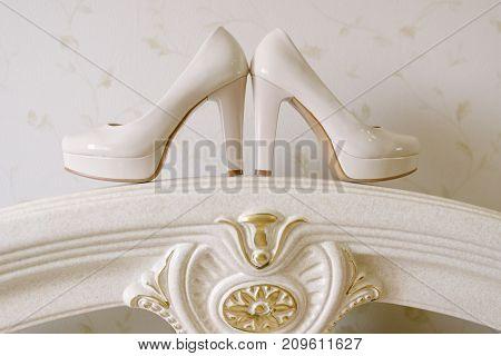 Bride's Shoes, Bouquet