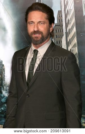 LOS ANGELES - OCT 16:  Gerard Butler at the Geostorm Premiere at the TCL Chinese Theater IMAX on October 16, 2017 in Los Angeles, CA