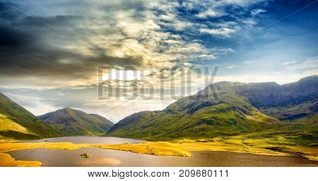 Beautiful view of mountains and lake against sky