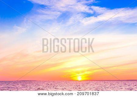 Bright Horizon Idyllic Wallpaper