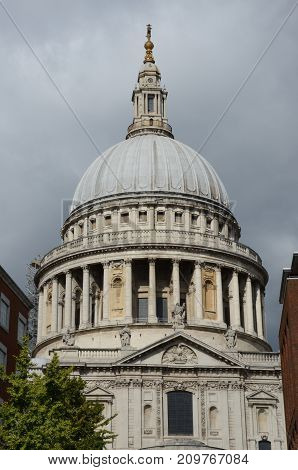 An exterior view of a Cathedral in London