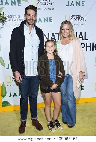 LOS ANGELES - OCT 09:  Jennie Garth, Fiona Eve Facinelli and Dave Abrams arrives for the 'Jane' Los Angeles Premiere on October  9, 2017 in Hollywood, CA