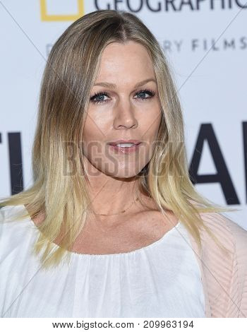 LOS ANGELES - OCT 09:  Jennie Garth arrives for the 'Jane' Los Angeles Premiere on October  9, 2017 in Hollywood, CA
