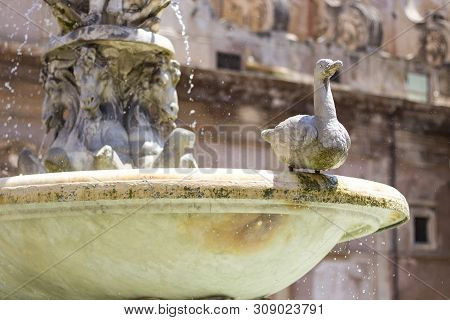 Ancient Marble Praetorian Fountain (fontana Pretoria) On Piazza Pretoria In Palermo, Sicily, Italy