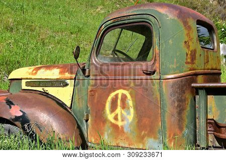Rochford, Spouth Dakota, June 24, 2019: The Old Rusty Truck With A Peace Sign Is A Gmc, General Moto