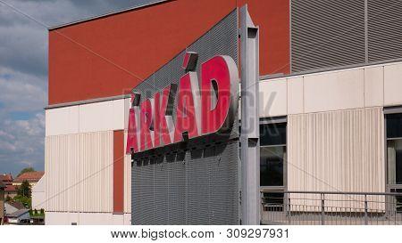 Gyor Hungary 05 07 2019 Logo Of The Gyori Arkad Shopping Center On The Building
