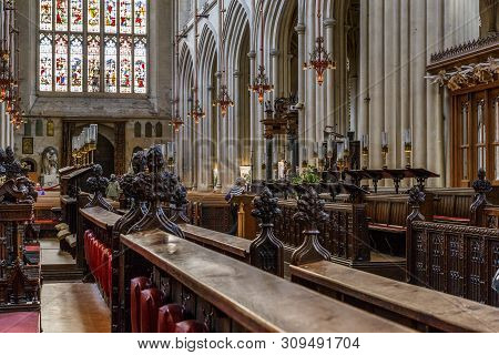 Bath, Great Britain - May 14, 2014: This Is The View Of The Main Nave Of The Bath Abbey From The Sid