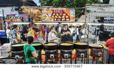 Melaka, Malaysia - 25 Jun, 2019: People Enjoy The Local Food At Night Market Located In Jonker Stree