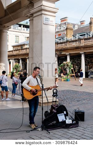 London, Uk - May 15, 2019: Street Performance In Covent Garden. It Is One Of The Main Attractions In