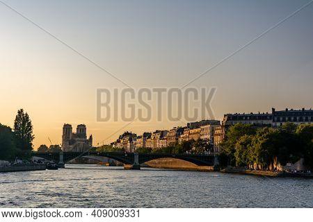 Paris, France - August 29, 2019 : The Two Island In Paris, Known As Ile De La Cite And Ile Saint-lou