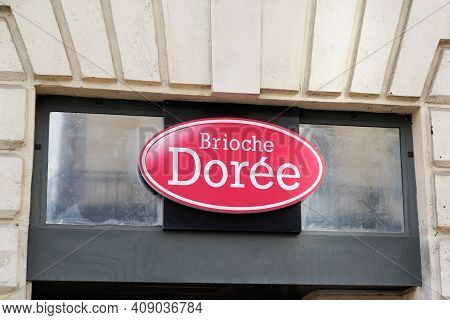 Bordeaux , Aquitaine France - 02 16 2021 : Brioche Doree Brand Logo And Text Sign Shop Front Of Indu