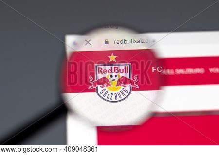 New York, Usa - 15 February 2021: Fc Red Bull Salzburg Website In Browser With Company Logo, Illustr