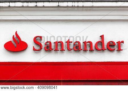 London, United Kingdom - September 25, 2019: Santander Logo On A Wall. Santander Is A Spanish Multin