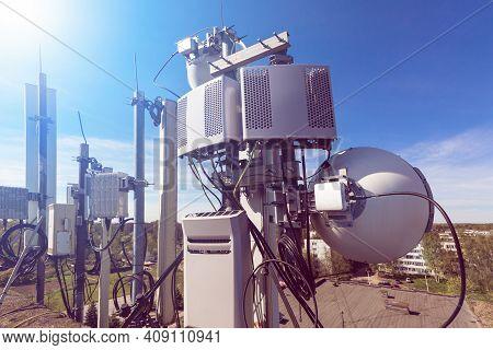 Metal Constructions For Telecommunication Data Equipment , Radio Panel Antennas, Outdoor Remote Radi