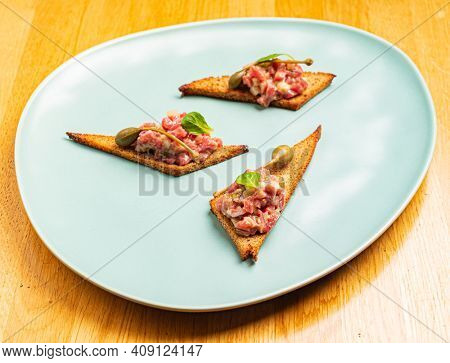 tapas with tartar and capers
