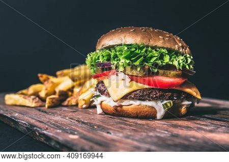The Perfect Burger Classic Burger American Burger With Chicken, Delicious Grilled Burger With Cheese