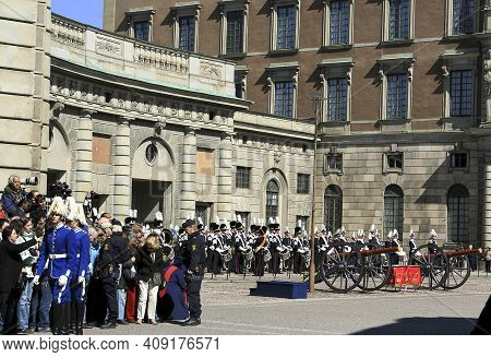 Stockholm, Sweden - April 30 2007: The Ceremony Of Changing Of The Royal Guard. This Ceremony Is Dai