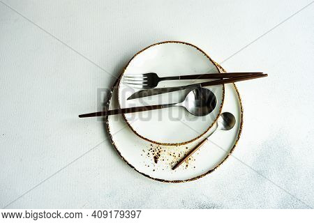 Minimalistic Table Setting