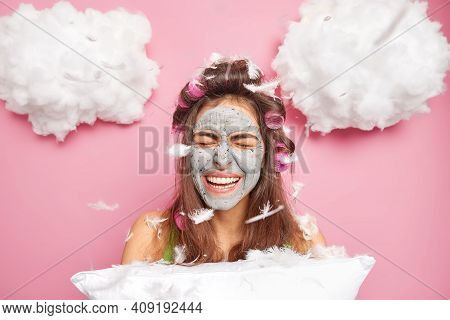 Overjoyed Positive Dark Haired Woman Closes Eyes Smiles Has Fun Before Sleepning Applies Clay Mask F