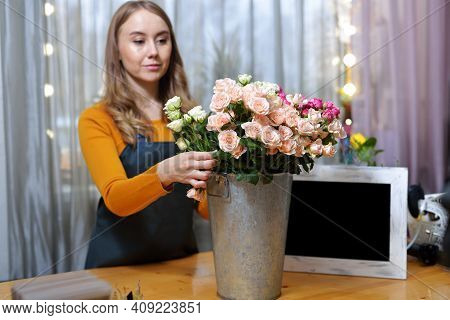 Florist Woman Chooses Roses For Bouquet. Flowers Bunch, Set For Home. Fresh Cut Flowers For Decorati