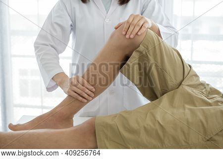 Male Patients Consulted Physiotherapists With Knee Pain Problems For Examination And Treatment In Re