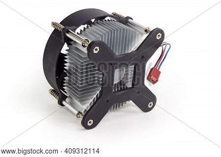 Active Cpu Cooler With Aluminum Finned Heatsink And Fan For Desktop Computers On A White Background,