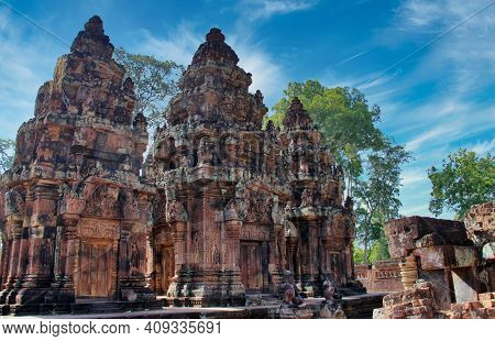 Details Of The Hindu Temple In Banteay Srei, Cambodia . High Quality Photo